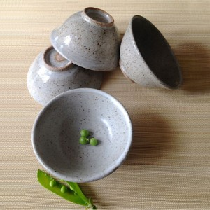 grey-bowl-with-peas